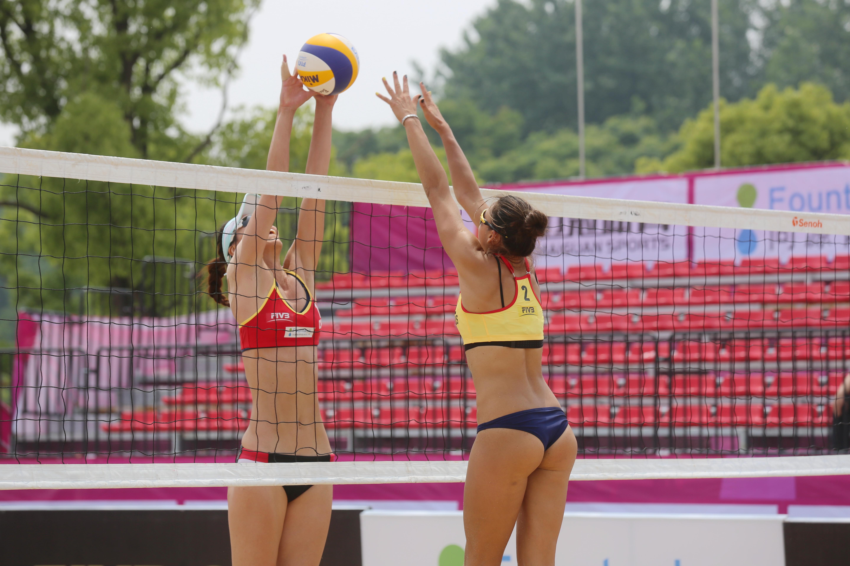 """5月31日,2019国际排联沙滩排球世界巡回赛""""一带一路""""系列赛在南通星岛水岸公园火热进行中,来自巴西、俄罗斯、澳大利亚、古巴、日本、中国等全球五大洲24支女队进行激烈比拼。"""