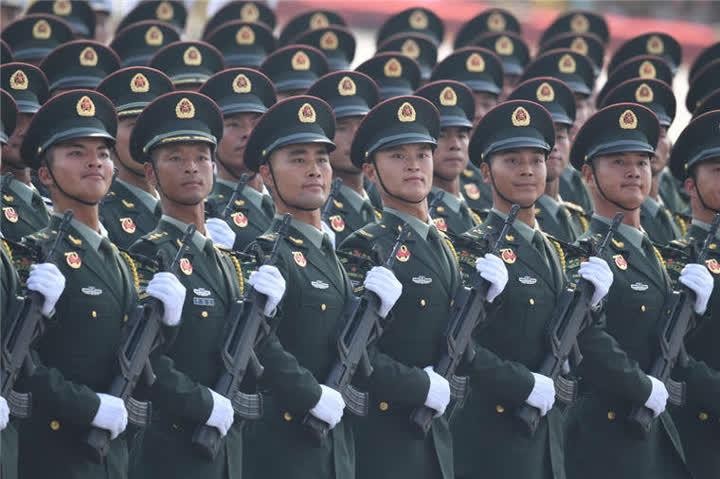 受阅的联勤保障部队方队。新华社记者陶明摄