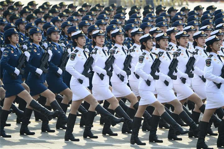 受阅的女兵方队。新华社记者郭绪雷摄