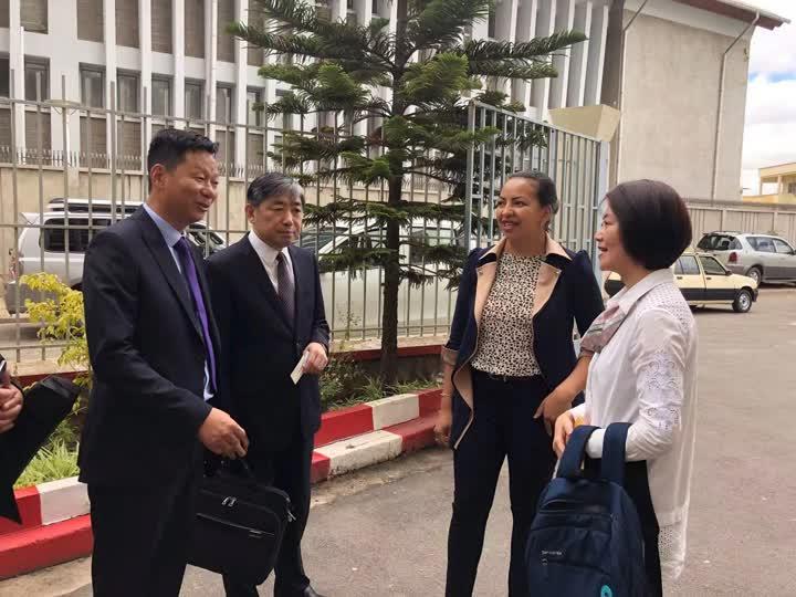 南通市新闻代表团与马国移民局负责人交流.jpg