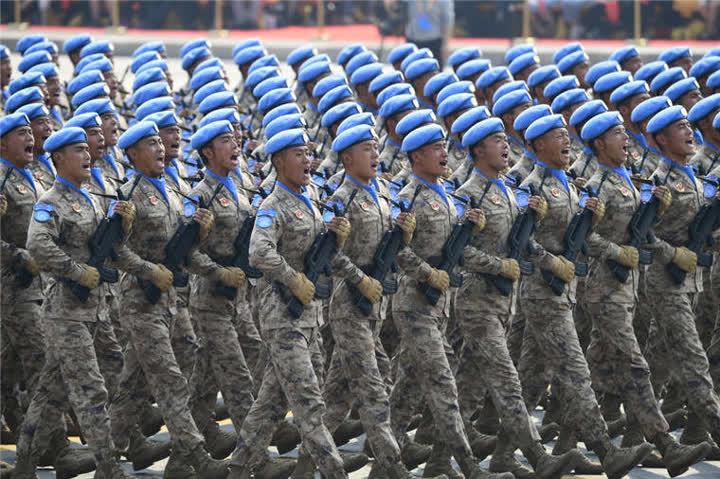 受阅的维和部队方队。新华社记者郭绪雷摄