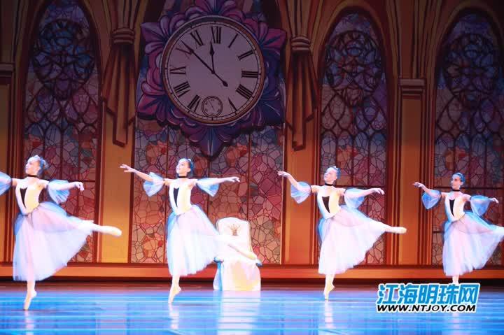 用脚尖演绎最美童话 经典芭蕾舞剧《灰姑娘》在