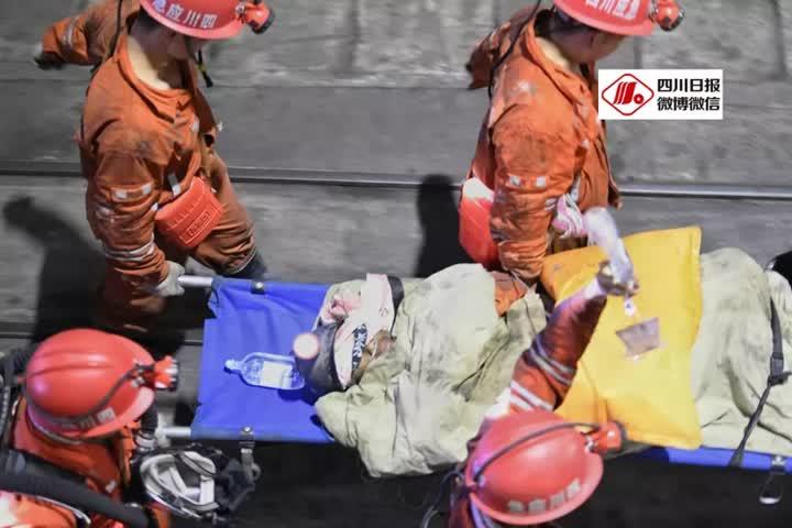 申傅管理网app:出井了!!杉木树煤矿透水事故13名被困者全部生还,救援奇迹!!