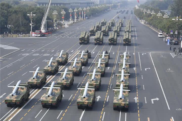 舰舰/潜舰导弹方队。新华社记者申宏摄