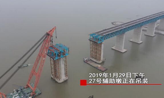 """在长江航道上打造超等工程:这群异乡人的逝世守撑起沪通长江大年夜桥""""脊梁"""""""