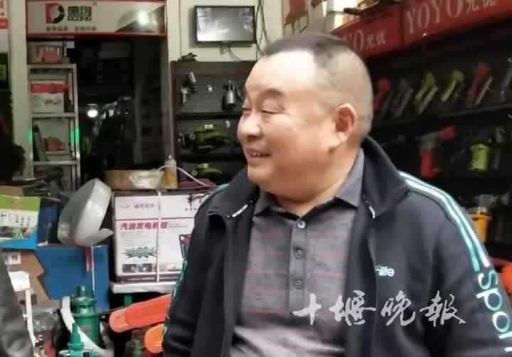 「配资之家网」新华社关注一位启东人:他常将打包的饭菜挂在