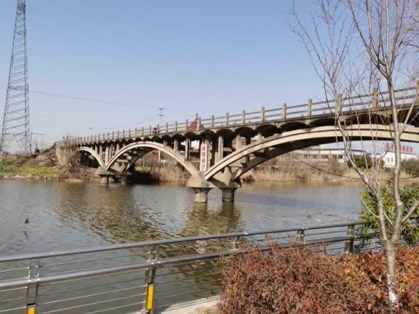 镇西大桥现状图.png